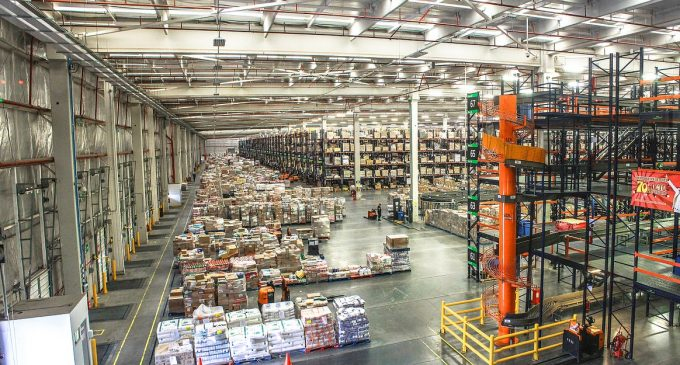 Warehouse vs Distribution Center – What's the Difference?